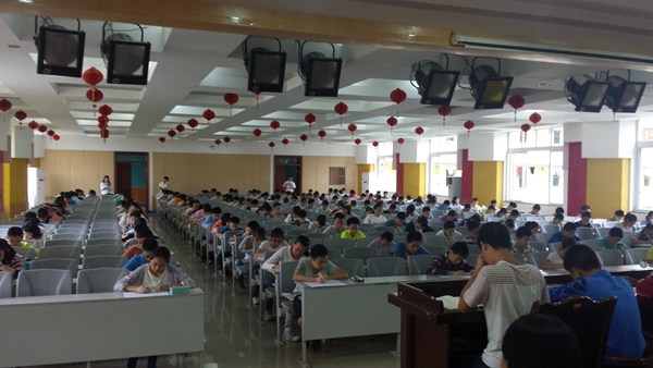 七年级同学做摸底考试